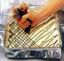 Шаг 6. Оформление шоколадом поверхности печенья
