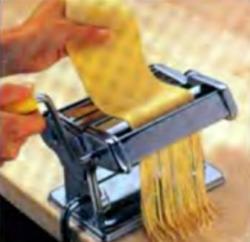 Шаг 6. Приготовление лапши в машинке