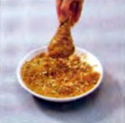 Шаг 7. Обваливание ножек в пшеничной смеси