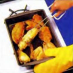 Шаг 9. Переворачивание курицы