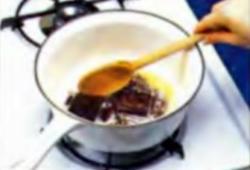 Шоколадная глазурь. Шаг 1. Плавление шоколада и сливочного масла